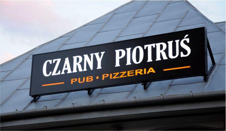Kaseton nad pubem Czarny Piotruś
